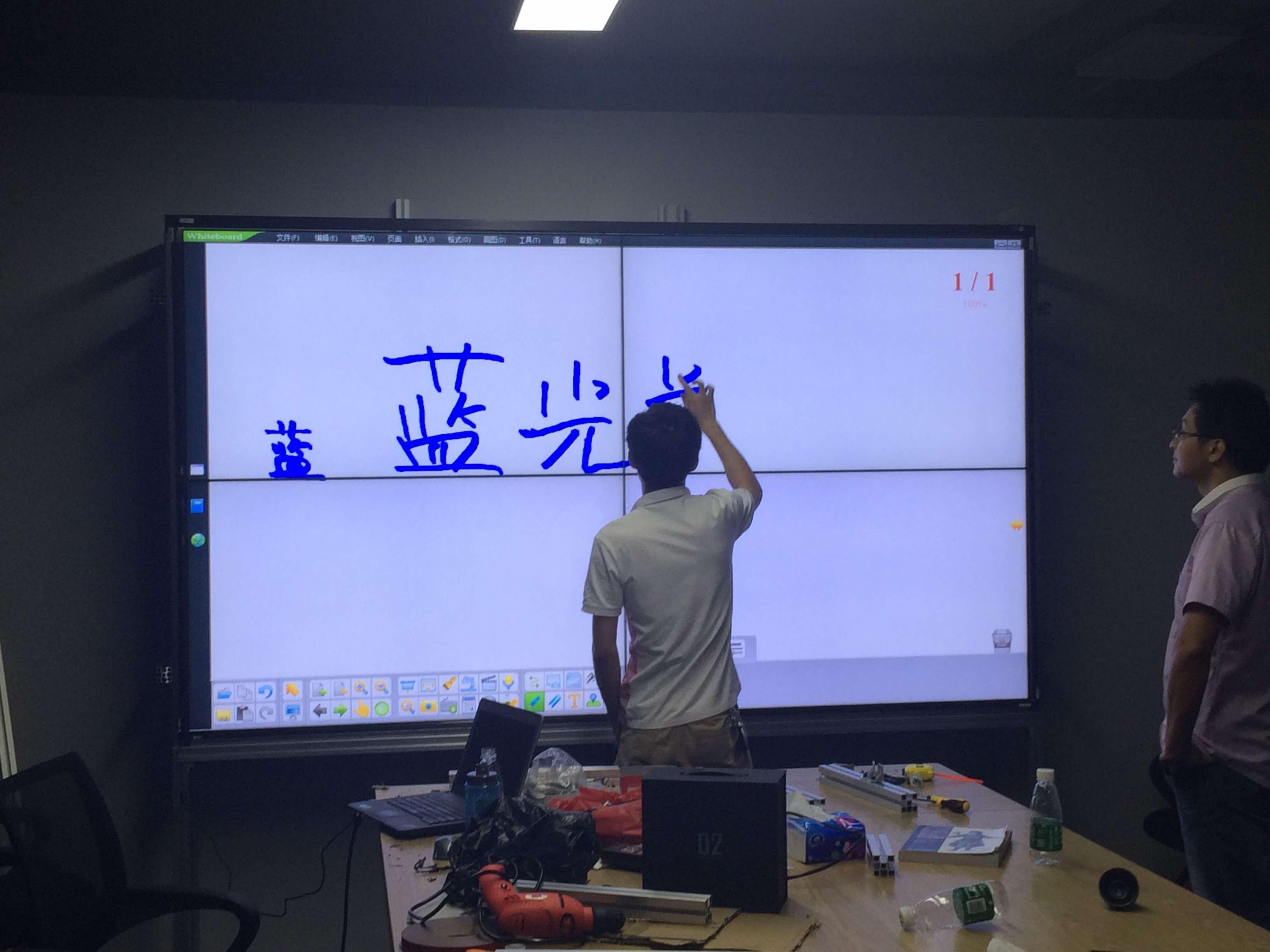深圳科技园某VR公司2x2触摸拼接